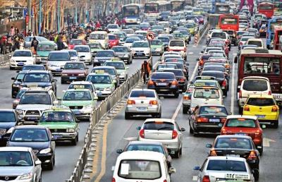 河南郑州市花园路是当地堵车最严重的道路之