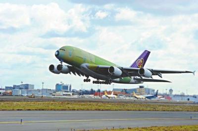飞机降落於德国汉堡并进入下一