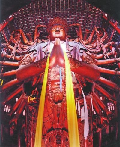 最大的金漆木雕大佛