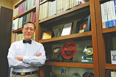 珠海校长张忠柟表示珠海学院没有学生宿舍,每年所招内地生只及