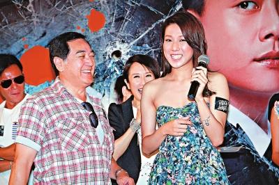 秦沛(前排左)首度为《护花危情》宣传