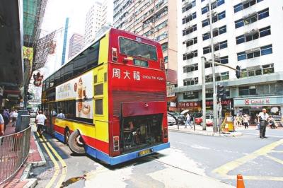 出事城巴为97号线,来往香港仔海怡半岛至中环,车身长十二米,有十七